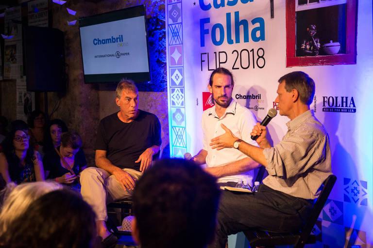 Da esquerda para a direita: Demétrio Magnoli, Uirá Machado e André Singer na Casa Folha