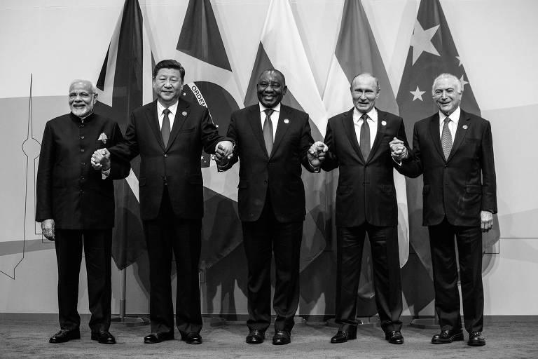 Da esq. para a dir., o primeiro-ministro da Índia, Narendra Modi, e os presidentes Xi Jinping (China), Cyril Ramaphosa (África do Sul), Vladimir Putin (Rússia) e Michel Temer (Brasil) durante encontro de líderes dos Brics, na África do Sul