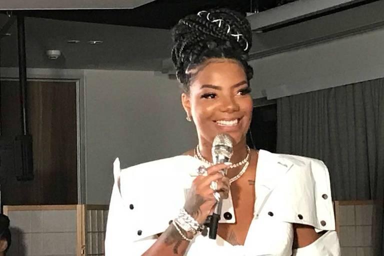 Ludmilla durante pocket show de lançamento do novo clipe