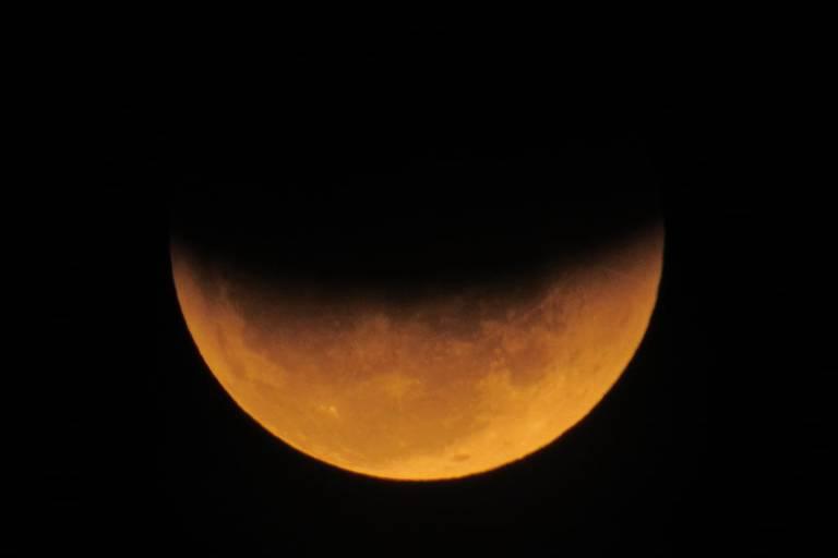 lua parcialmente eclipsada
