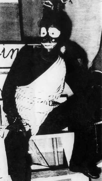 "A atriz Fernanda Montenegro na peça ""A Ilha dos Papagaios"", de 1955"