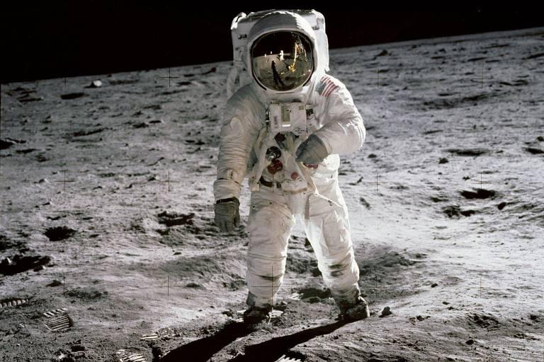 Veja legenda vencedora para foto de quando o homem chegou à Lua