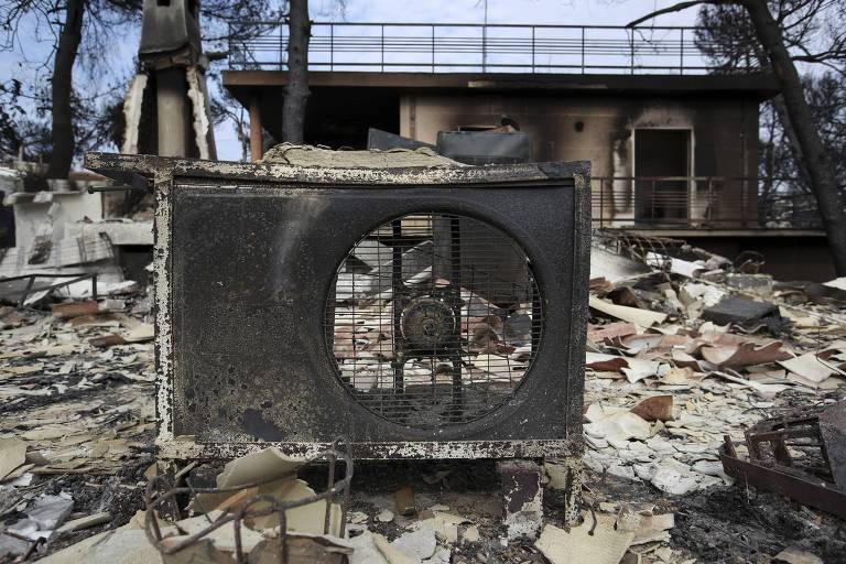 Grécia começa a enterrar vítimas de incêndios florestais