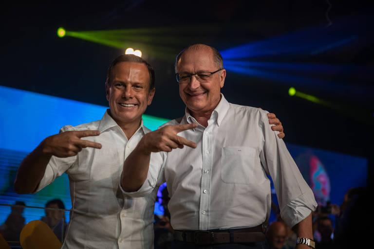 João Doria, à esq., e Geraldo Alckmin na convenção que oficializou o ex-prefeito de São Paulo como candidato ao governo do estado