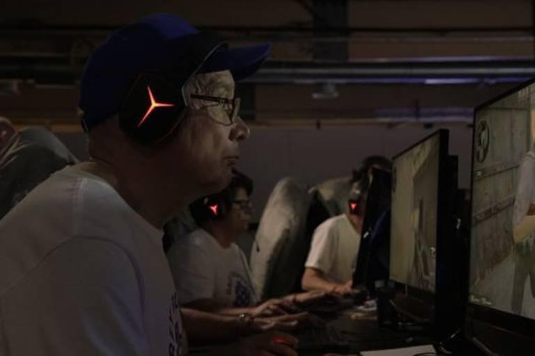 O time de jogadores de videogame formado apenas por idosos aposentados