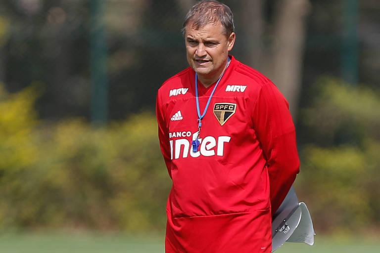 Diego Aguirre, técnico do São Paulo, durante treino no CT Barra Funda