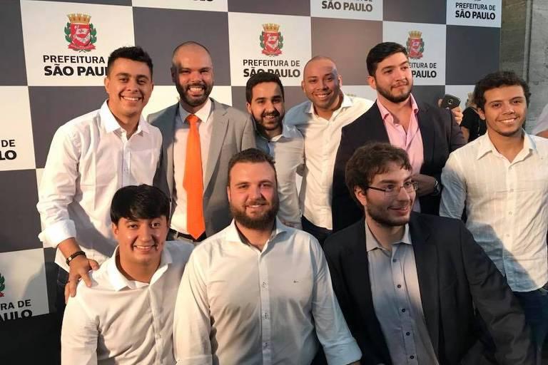 Bruno Covas com membros da Juventude do PSDB
