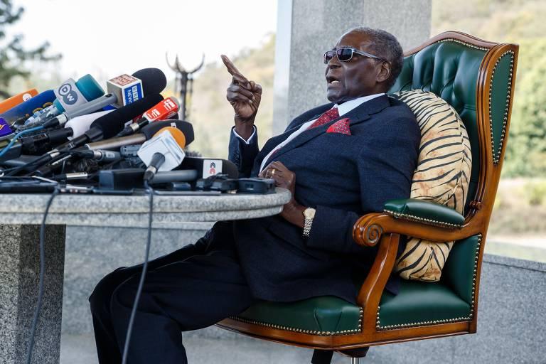 O ex-ditador do Zimbábue Robert Mugabe concede entrevista coletiva na capital, Harare