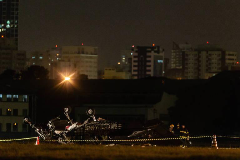 Avião de pequeno porte cai no aeroporto Campo de Marte