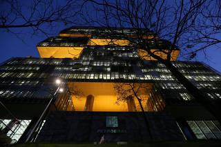 FILE PHOTO: Brazil's state-run Petrobras oil company headquarters is pictured in Rio de Janeiro