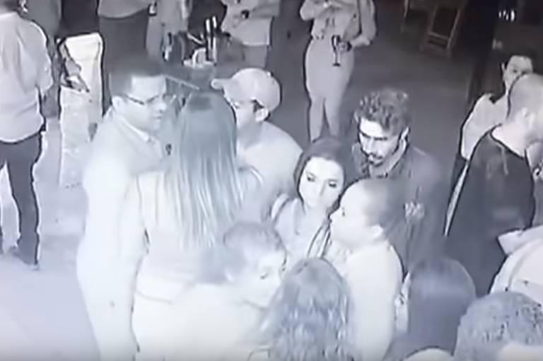 Câmera de segurança flagra atriz Jeniffer Oliveira discutindo com mulher em restaurante