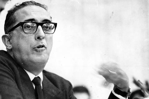 ORG XMIT: 573701_0.tif O jornalista e político brasileiro Carlos Lacerda. (00.10.1965. foto: Folhapress)