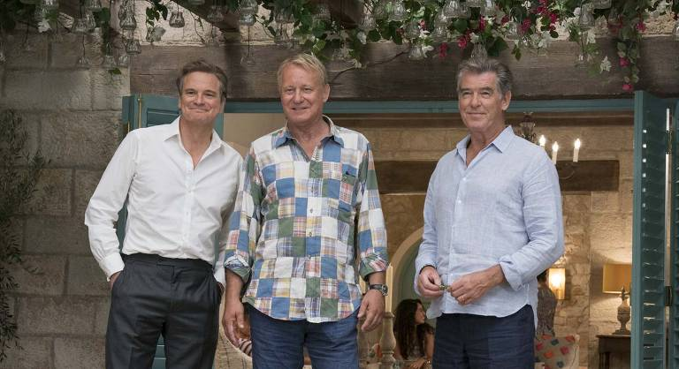 "Colin Firth, Pierce Brosnan e Stellan Skarsgård em cena de ""Mamma Mia! Lá Vamos Nós de Novo"""