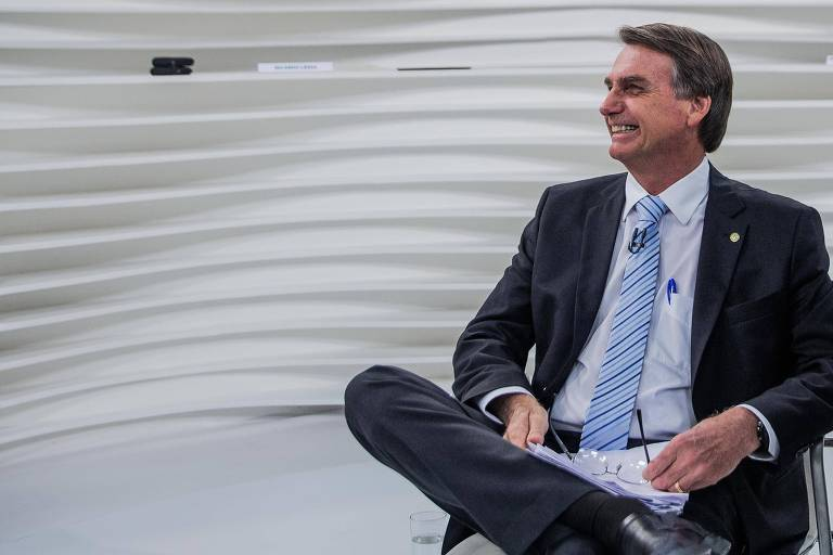 O presidenciável Jair Bolsonaro no estúdio do programa Roda Vida, na TV Cultura