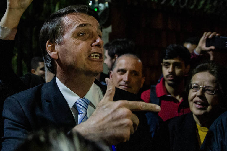 O presidenciável Jair Bolsonaro chega para gravação de programa de TV em São Paulo
