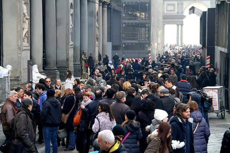 Pessoas em fila