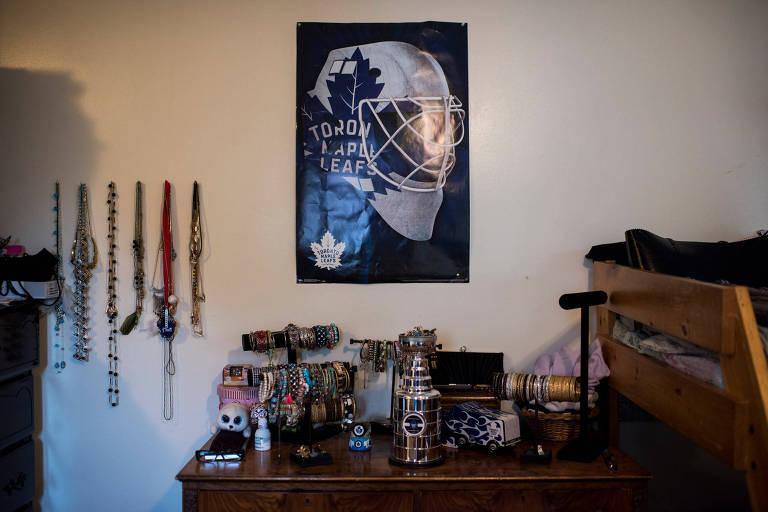 O quarto das irmãs é decorado com colecionáveis e itens do Toronto Maple Leafs