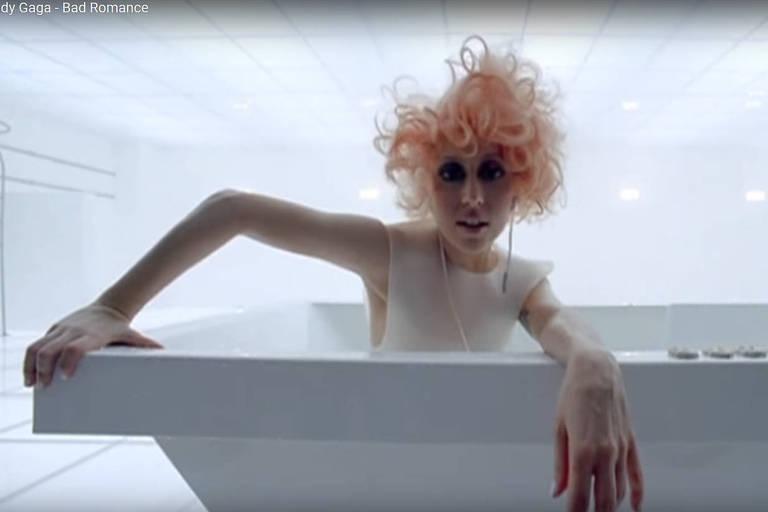 """Clipe da Lady Gaga, """"Bad Romance"""" (dir. Francis Lawrence, 2009)"""