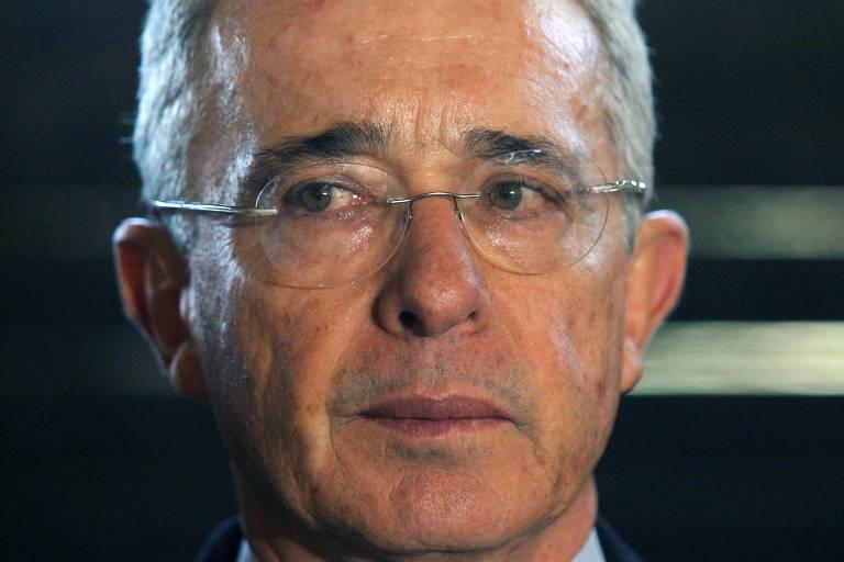 O ex-presidente colombiano Álvaro Uribe durante entrevista coletiva em Rionegro