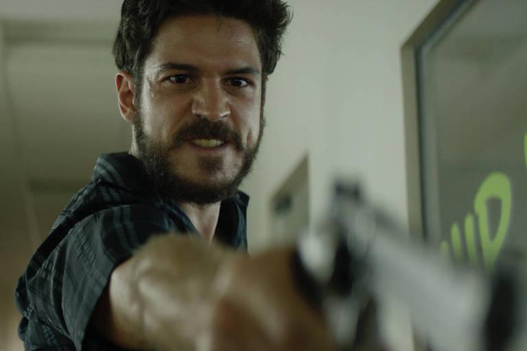 Marco Pigossi em cena de 'O Nome da Morte', de Henrique Goldman