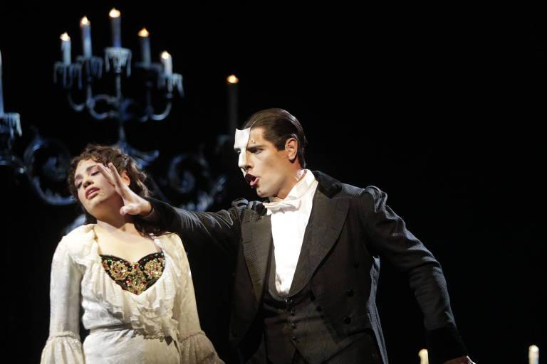 Espetáculo 'O Fantasma da Ópera',  com os atores Lina Mendes (esq.) e Thiago Arancam