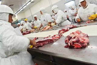 Linha de produção e corte de carne da Marfrig
