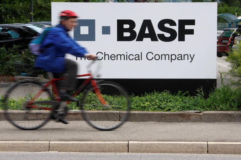 Logo da Basf em unidade na Suíça