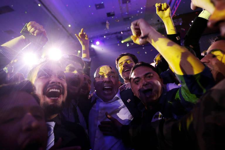 Henrique Meirelles com apoiadores na convenção nacional do MDB, que oficializou o ex-ministro da Fazenda como candidato à Presidência