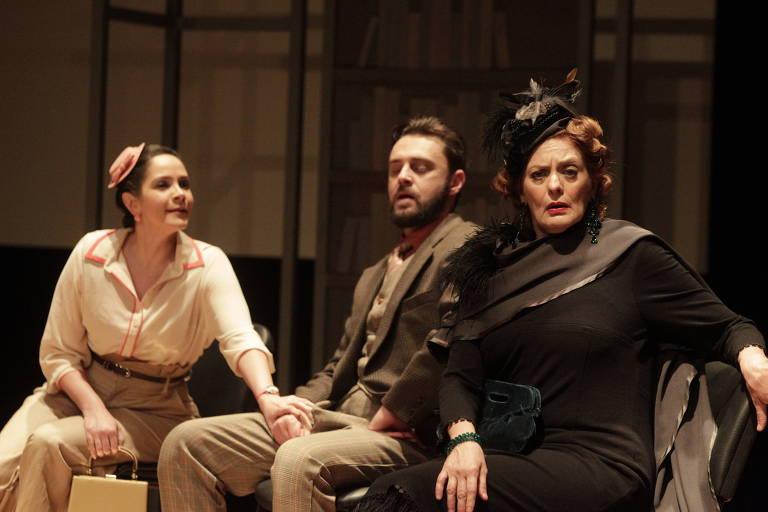 Priscilla Olyva, Guilherme Gorski e Chris Couto durante o espetáculo 'A Milionária'
