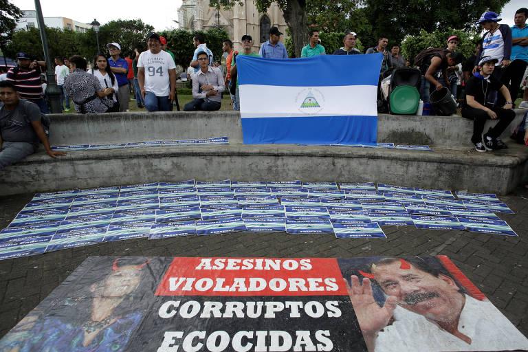 Nicaraguenses refugiados em San José, na Costa Rica, protestam contra o governo de Daniel Ortega