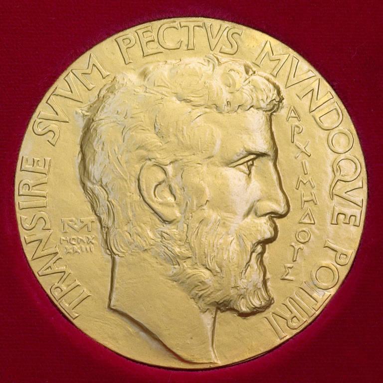Um dos lados da medalha Fields, com o rosto de Arquimedes