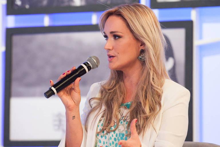 """Claudia Bossle no programa """"Sensacional"""", da RedeTV."""