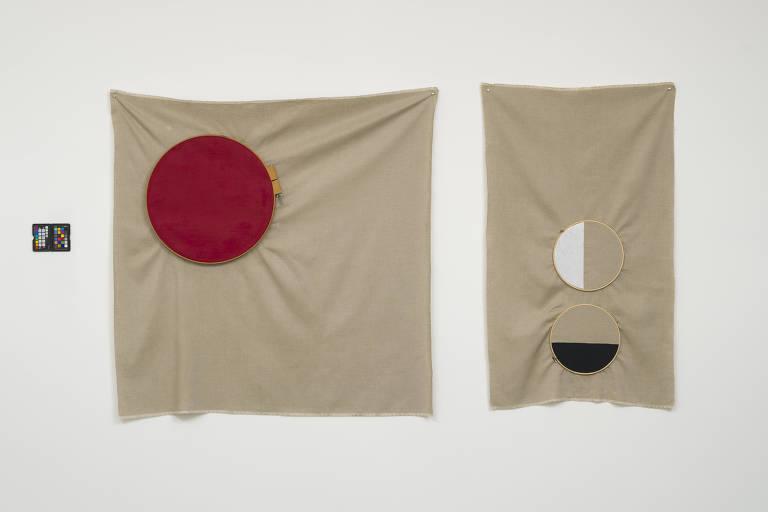 """Conjunction, Punctuation I"" (2016), de Valeska Soares"
