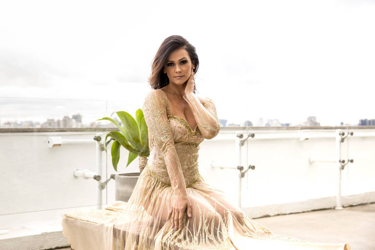 A atriz Suzana Alves (Hairstylist: Diego Marcsant; Beauty: Mah Sima Make-up artist e Figurino: Lion Melo)