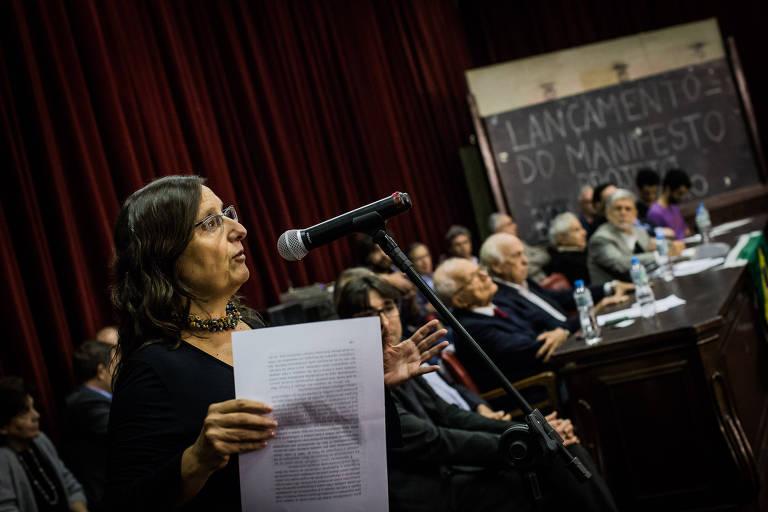 A jornalista Eleonora de Lucena, em evento em São Paulo em 2017