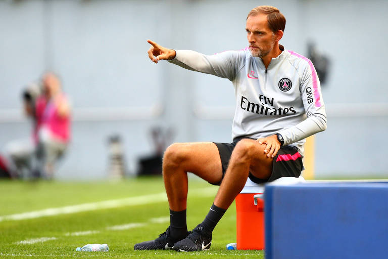 Thomas Tuchel orienta seus atletas em amistoso contra o Bayern de Munique (ALE)