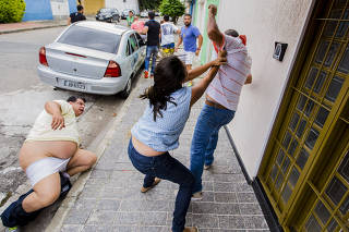 Correligionários brigam em frente ao diretório regional do PSDB