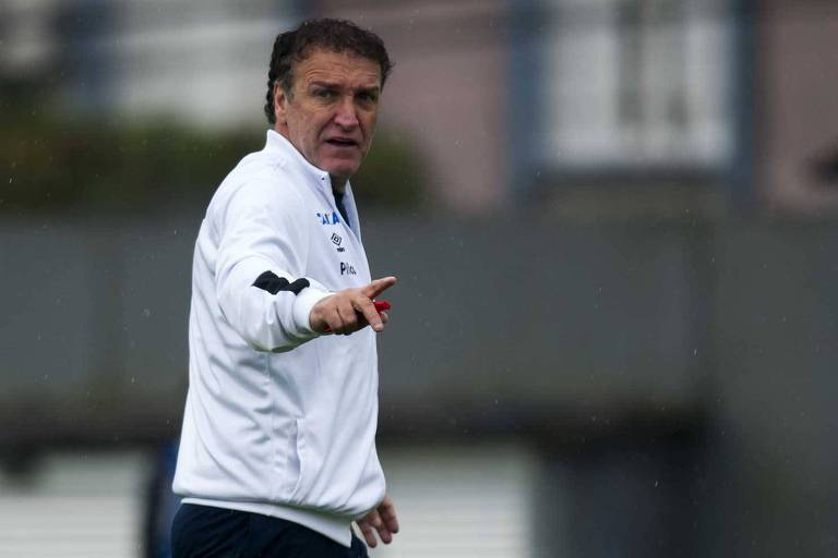 Cuca faz seu segundo jogo no comando do Santos contra o Botafogo