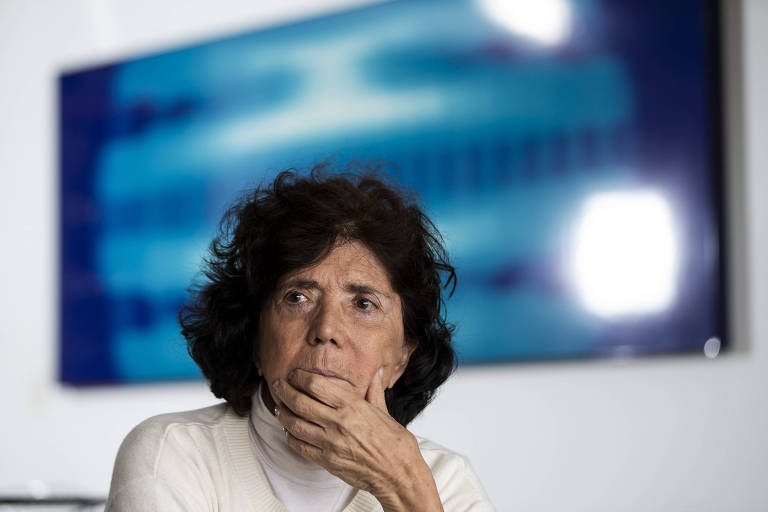 Clarice Herzog, viúva do jornalista Vladimir Herzog, em seu apartamento em São Paulo