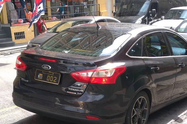 Carro oficial na frente do local onde ocorre a convenção do PSB em São Paulo
