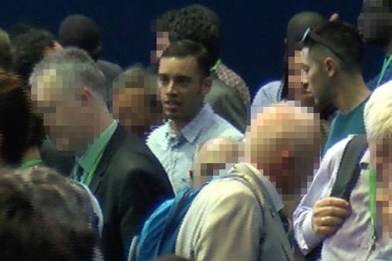 Suspeitos em meio a participantes do congresso