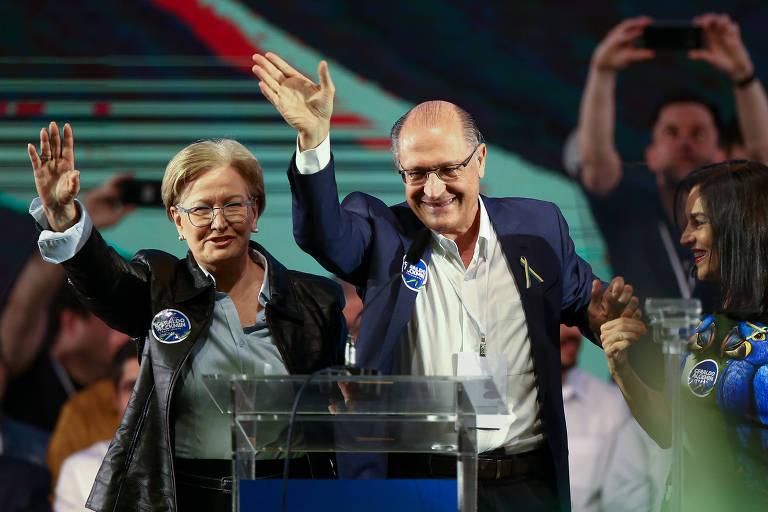 Geraldo Alckmin ao lado de sua vice, a senadora Ana Amélia, e sua mulher, Lu Alckmin, na convenção do nacional do PSDB