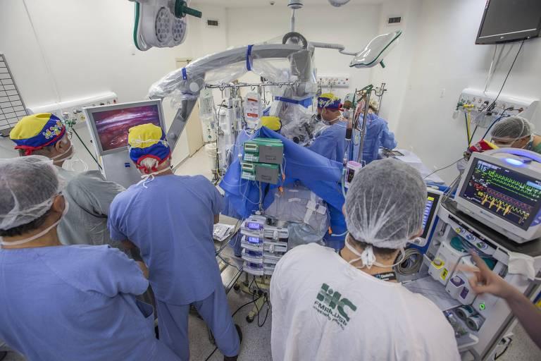 Terceira cirurgia para separar irmãs que nasceram unidas pela cabeça durou sete horas