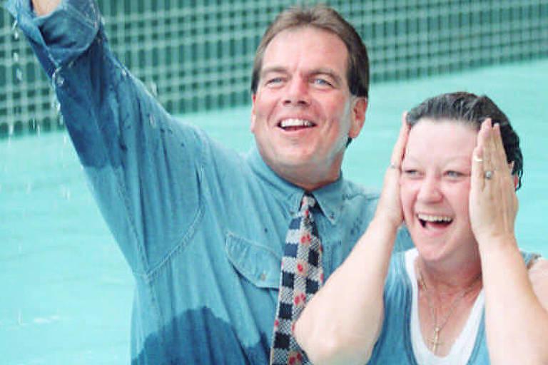 McCorvey em seu batismo cristão em 1995