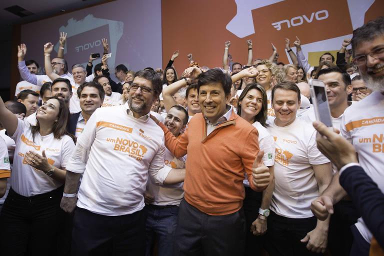 O empresário João Amoêdo (ao centro), em convenção que oficializou sua candidatura à Presidência