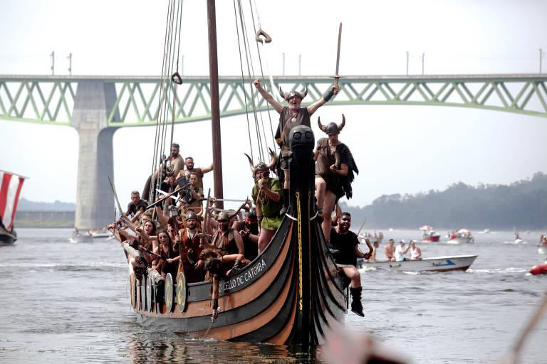 Réplica de barco viking em festival na Espanha