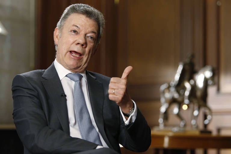 Presidente da Colômbia, Juan Manuel Santos, fala em entrevista no palácio presidencial, em Bogotá, em 25 de junho de 2018.