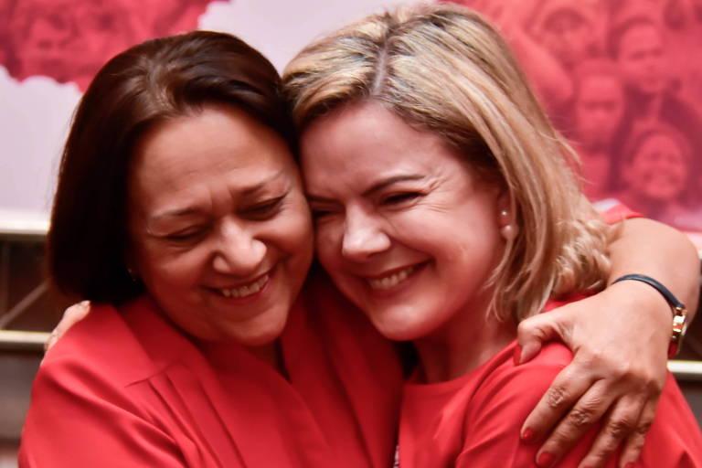 Fátima Bezerra (esq.) e Gleisi Hoffmann em evento em Natal (RN)