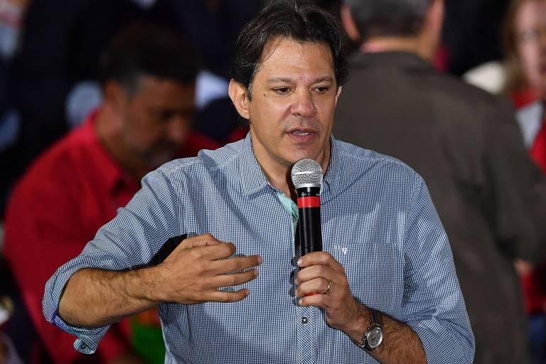 O ex-prefeito Fernando Haddad discursa em convenção que lançou Lula à Presidência