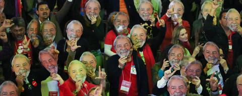 SAO PAULO/ SP, BRASIL, 04-08-2018: Militantes usam mascara do Lula durante o Encontro nacional do PT (Partido dos Trabalhadores), na Casa de Portugal.   (Foto: Zanone Fraissat/Folhapress, PODER)***EXCLUSIVO****